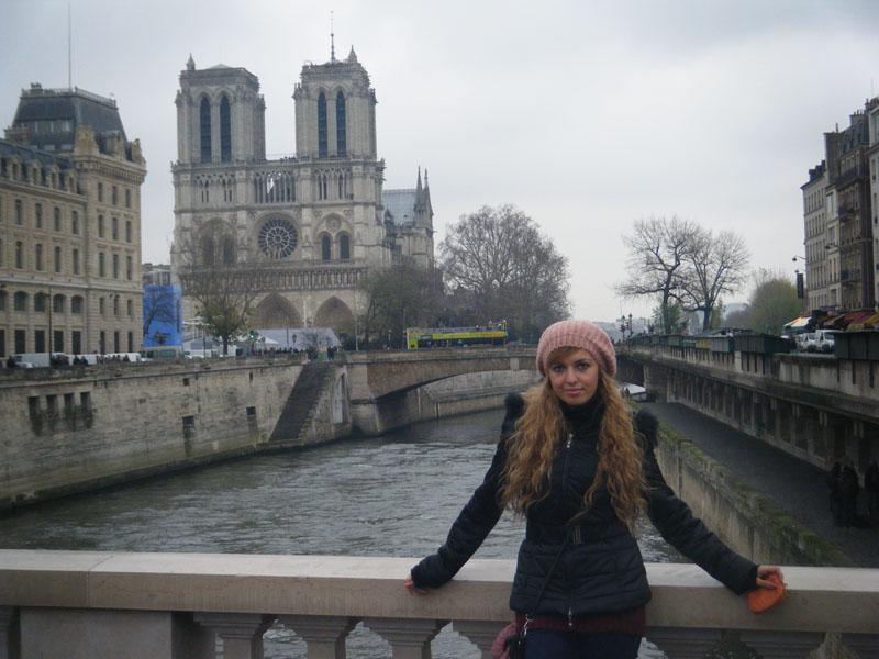 la_senna_karotina npotredamme_notre_damme_parigi