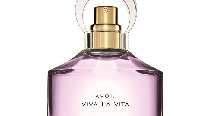 2017 04 03 vetrina beauty karotina profumo fragranz AVON Viva la Vita still life
