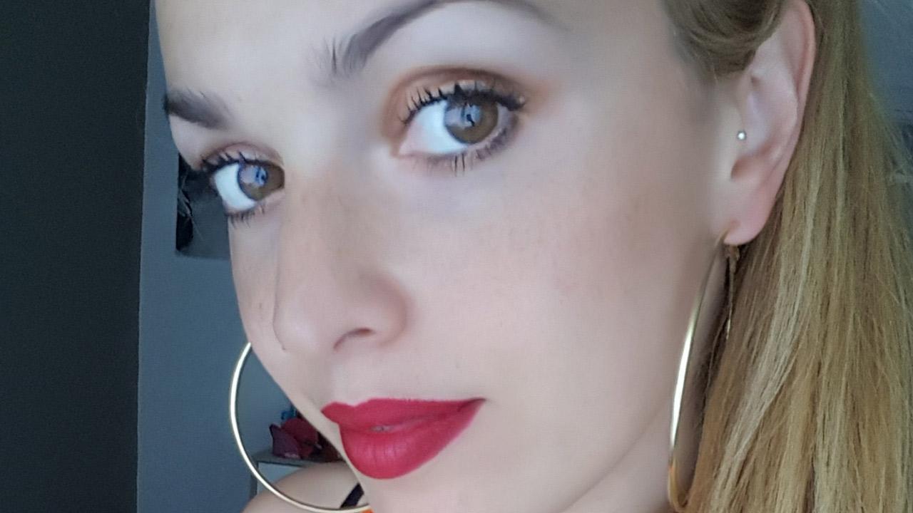 e3243a87384 Ultimamente non ho troppo tempo da dedicarmi purtroppo e mi manca tanto  fare dei super make up con tanti ombretti colorati. Mi sto tenendo su look  più ...